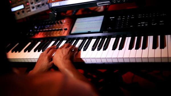 zay piano 1.jpg