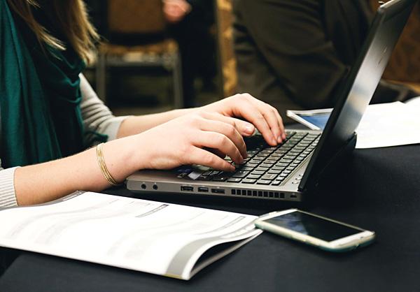 computer-desk-typing-600.jpg