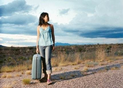 WOMEN-WITH-SUITCASE.jpg