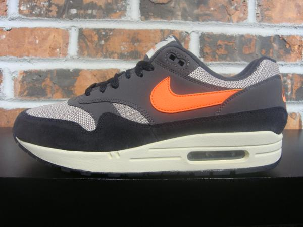 331a61d29e NIKE AIR MAX 1 - oil grey/wild mango/thunder grey $110
